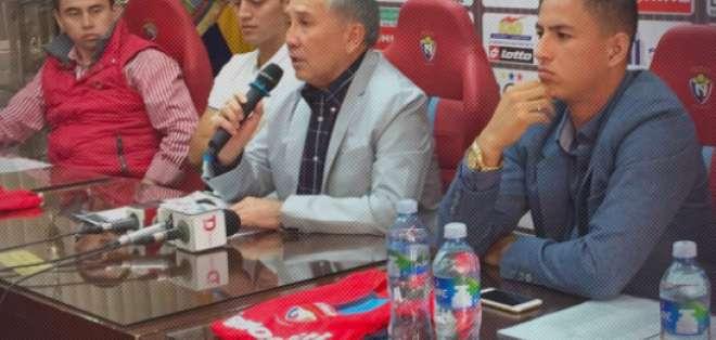 El delantero ecuatoriano firmó contrato con los 'puros criollos' hasta el 2021. Foto: Tomada de la cuenta twitter @elnacionalec