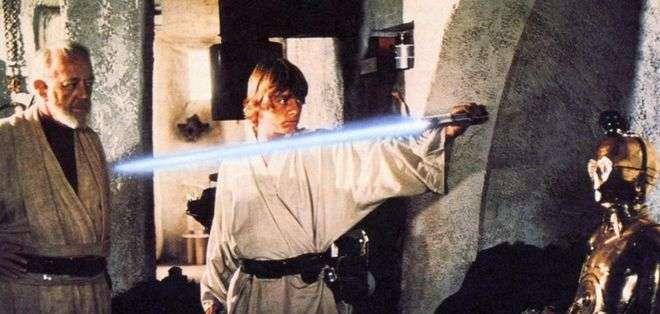El sable de luz es uno de los objetos más emblemáticos de la saga.