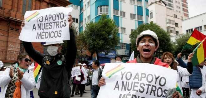 Los médicos han recibido desde el principio el apoyo de los estudiantes de medicina. Foto: medios Bolivia