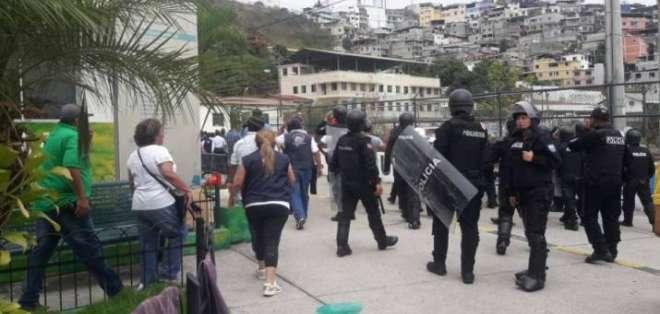 La mañana del 02 de enero de 2018, trabajadores del hospital Alfredo Valenzuela tuvo enfrentamientos con la Policía Nacional. Foto: @fcastellano5