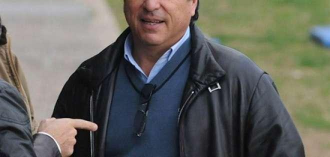 El representante de Daniel Alberto Passarella se comunicó con miembros de la FEF.