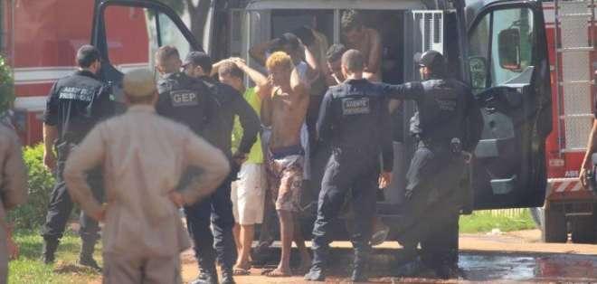 GOIÁS, Brasil.- La policía de este estado brasileño confirmó que 29 de los reos fugados fueron recapturados. Foto: oglobo.com