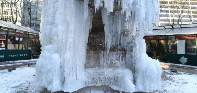 NUEVA YORK, Estados Unidos.- En las festividades de fin de año, Estados Unidos registró bajas históricas en su temperatura. Foto: AFP.