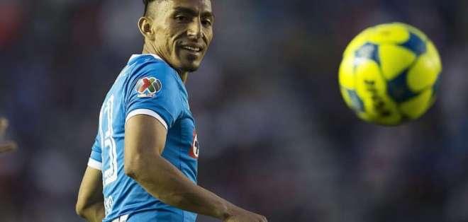 El ecuatoriano Ángel Mena es parte del once titular del Cruz Azul que dirige Pedro Caixinha.