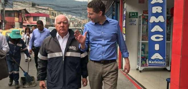 El alcalde Mauricio Rodas, recorrió el sur de Quito para verificar los resultados del plan de contingencia sobre la recolección de basura en la ciudad. Foto: @MauricioRodasEC