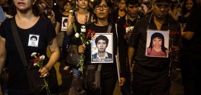 Familiares de las víctimas del gobierno de Fujimori encabezaron la manifestación. Foto: AFP