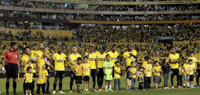 Barcelona sería rival de Colo Colo en la noche de presentación del 'Cacique'.