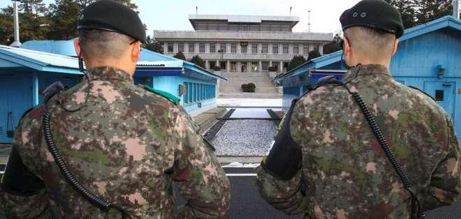 """Corea del Norte y del Sur protagonizaron un histórico acercamiento con un encuentro en la """"aldea de la tregua"""", una de las zonas más militarizadas del mundo."""