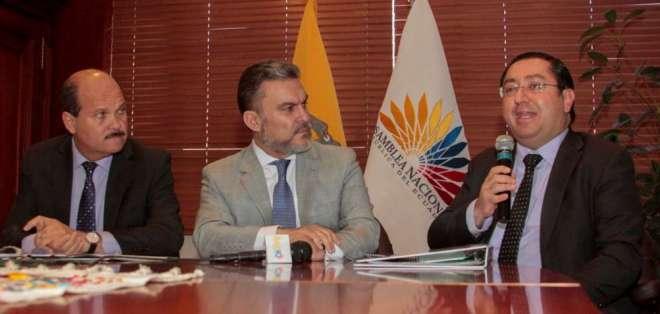 Ministro De La Torre cuestionó la intención de un eventual juicio político en rueda de prensa, el jueves 11 de enero de 2018. Foto: API