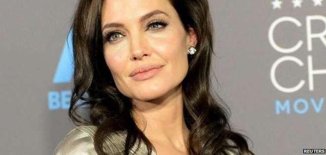 Angelina Jolie se sometió a una cirugía preventiva de doble mastectomía y extracción de ovarios y trompas de Falopio tras averiguar que tenía una mutación genética en los genes BRCA.