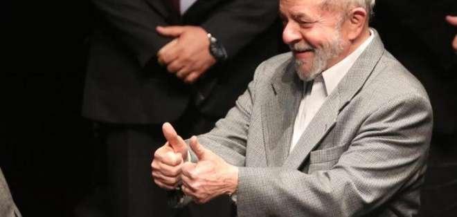BRASILIA, Brasil.- El presidente brasileño, en el poder de 2003 a 2010, es líder en la intención del voto. Foto: AP/Archivo.