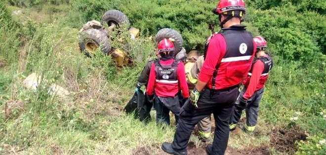 El Cuerpo de Bomberos de Quito atendió la emergencia en el suroriente de la capital. Foto: Twitter Cuerpo de Bomberos.