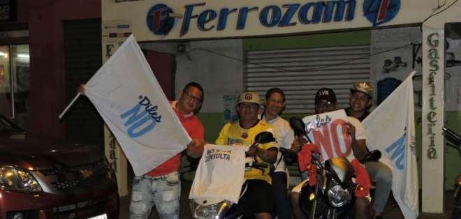 Ciudadanos participando en campaña por el no en la provincia del Guayas. Foto: Twitter
