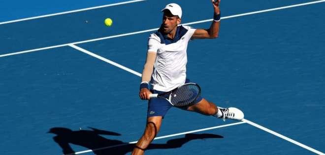 Novak Djokovic se impuso a Gaël Monfils en un partido disputado con 40 grados de temperatura.