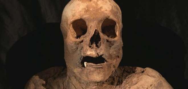 El cuerpo momificado de la mujer fue hallado en 1975 dentro de una iglesia en Basilea, Suiza. Credito: SRF