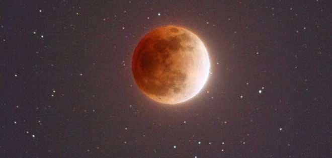 Así verán la Luna millones de observadores en la Tierra este 31 de enero, según esta ilustración de la NASA.