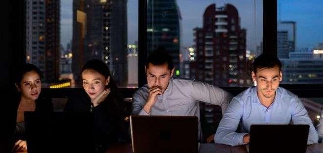 Trabajar de noche afecta nuestra salud porque interrumpe el ritmo circadiano.
