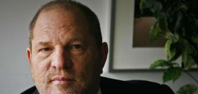El productor de cine Harvey Weinstein posa en Nueva York en una fotografía del 23 de noviembre de 2011. La academia británica de cine expulsó el viernes 2 de febrero de 2018 a Harvey Weinstein tras acusaciones de abuso sexual. Foto: AP.