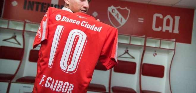 El volante ecuatoriano Fernando Gaibor lucirá el número 10 en Independiente de Avellaneda.