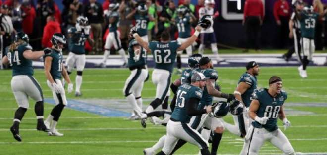 Philadelphia Eagles gana el Super Bowl al destronar a los New England Patriots por 41-33.