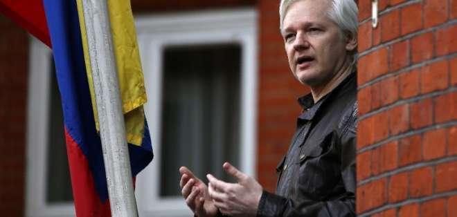 """LONDRES, Inglaterra.- La jueza rechazó la orden de liberación de Assange debido a que el fundador de wikileaks """"ha violado los términos de su libertad condicional"""". Foto: AFP"""