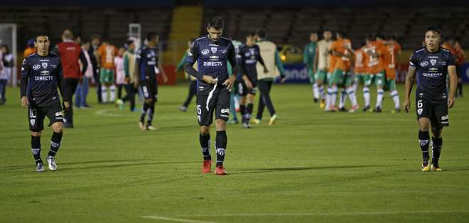 QUITO, Ecuador.- Banfield avanzó a la tercera fase por haber marcado dos goles de visitante frente a Independiente del Valle. Foto: API.