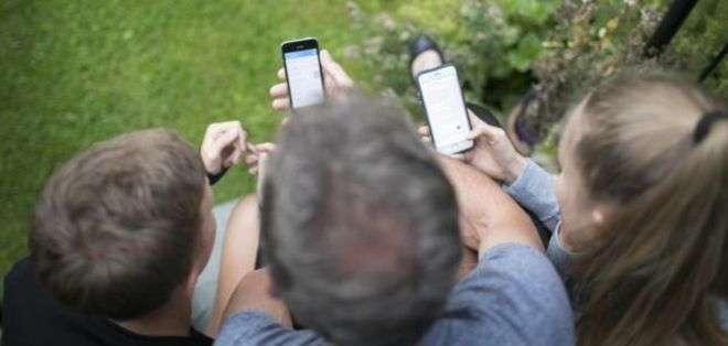 Según algunos estudios, los teléfonos afectan a la calidad de nuestras conversaciones.