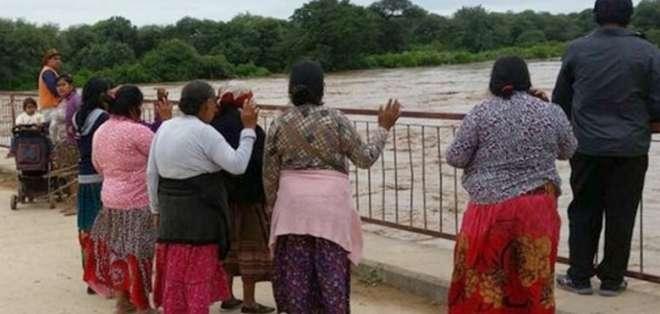 SALTA, Argentina.- Las personas aún están siendo evacuadas de las zonas aisladas. Foto: AFP