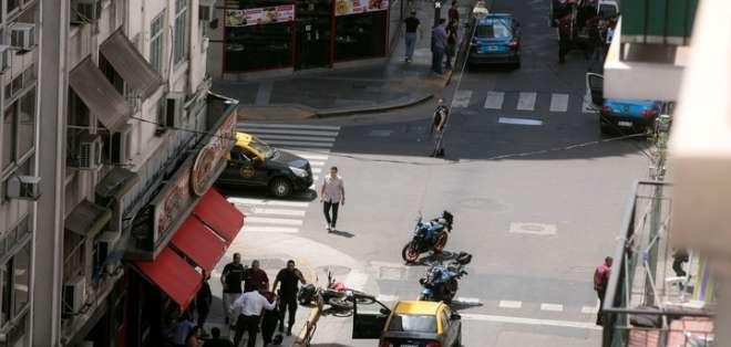 BUENOS AIRES, Argentina.- El tiroteo se dio cuando los delincuentes se enfrentaban con la policía. Foto: El Clarín