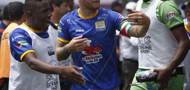 El defensor ya es oficialmente ecuatoriano, condición que le pedía Emelec para ficharlo. Foto: API