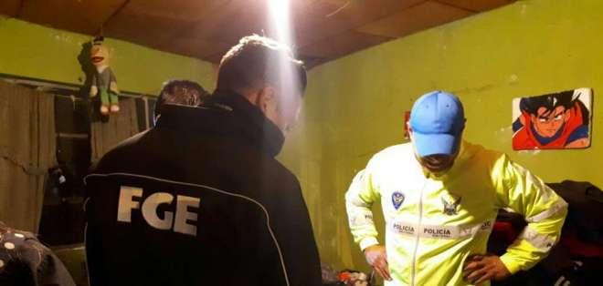 CUENCA, Ecuador.- Según la Fiscalía, esta vivienda era usada para el consumo y expendio de drogas en Cuenca. Foto: twitter FGE
