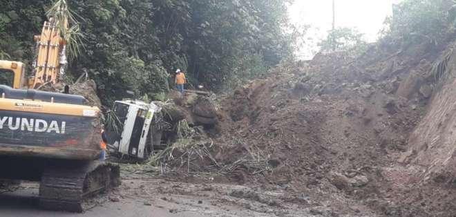 PICHINCHA, Ecuador.- Ambos sentidos de la vía están cerrados al tránsito. Foto: Ecu911 Quito