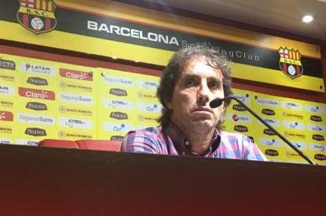 El entrenador de Barcelona dio una rueda de prensa en el estadio Monumental. Foto: Tomada de la cuenta Twitter @BarcelonaSCweb