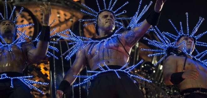 El Carnaval de Rio mezcla política con glamour en el Sambódromo. Foto: AFP