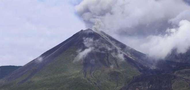 Emisiones de ceniza a alturas mayores a 600 metros en volcán Reventador. Foto: Archivo