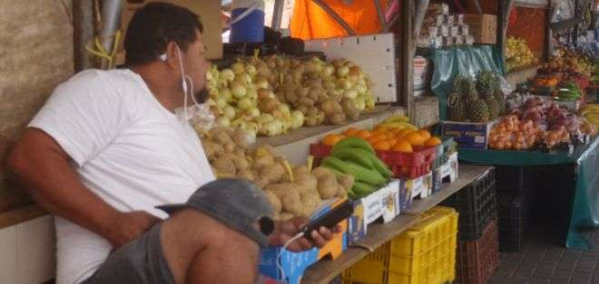 Solo quedan cuatro de los 12 barcos que dan servicio al mercado flotante de frutas y verduras en Curazao.