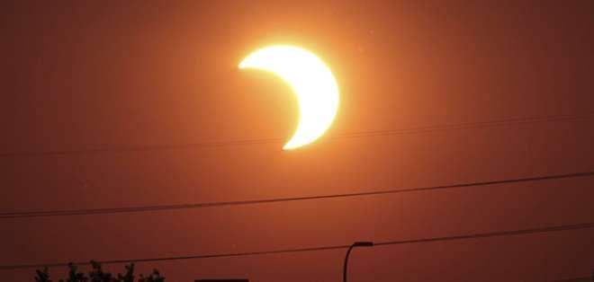 Los asistentes conocerán cómo influyen los movimientos de rotación y traslación de la Tierra en las interposiciones de Sol y Luna llamadas eclipses. Foto: Referencial