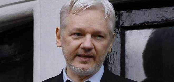 La justicia británica evalúa liberación de Julian Assange, refugiado en la embajada de Ecuador en Londres. Foto: Archivo - AP