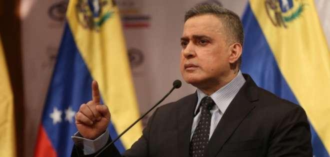 """Fiscal general de Venezuela denuncia plan de """"invasión militar"""" desde Colombia."""