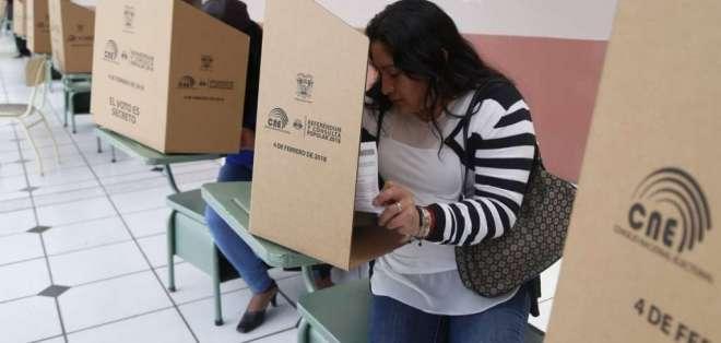Luego de que CNE remitió resultados, Registro Oficial publicó suplemento 180. Foto: Twitter CNE