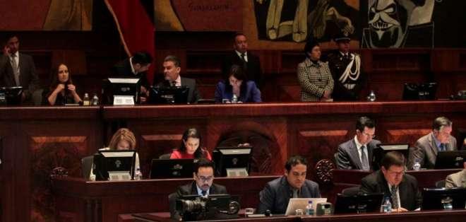 Cinco oficialistas y cinco opositores conforman la Comisión Ocasional Multipartidista. Foto: API