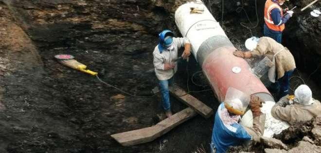 Instalación de manguera clandestina al SOTE provocó el derrame. Foto: Twitter Ministerio de Ambiente