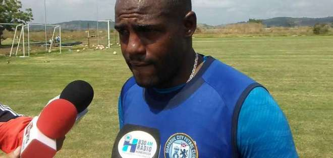 José Luis Quiñónez fue detenido por la Policía luego del partido entre el City y Técnico Universitario.