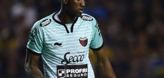 El portero Alexander Domínguez fue la figura de su equipo en el clásico Santafesino.