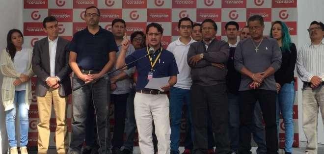 QUITO, Ecuador.- Grupo afirma que 220 familias serían afectadas por la decisión de Superintendencia. Foto: Radio Pública.