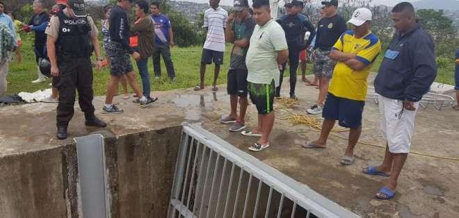 GUAYAQUIL, Ecuador.- Algunos casos que se han reportado de personas que fallecen en este canal. Foto: Francisco Amaya - Ecuavisa