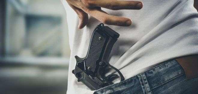 Trump dijo que habría entrado a la escuela de Florida desarmado.