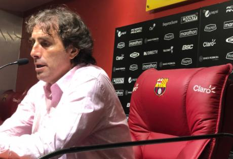El entrenador de Barcelona se mostró conforme con la superioridad mostrada sobre el rival. Foto: Tomada de @BarcelonaSCweb