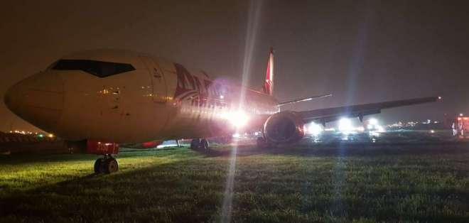 A la 01H00 del domingo 4 de marzo, el aeropuerto retomó sus operaciones.