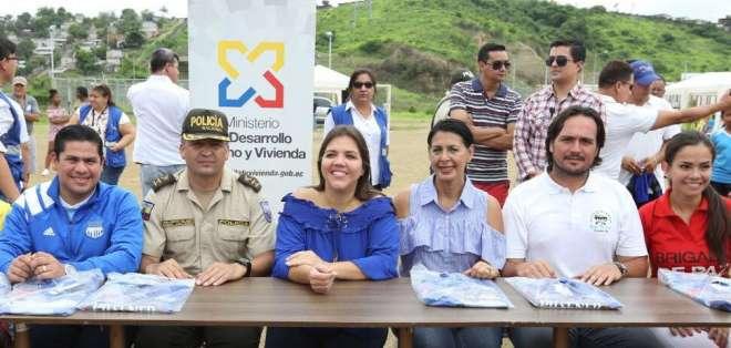 Vicuña, durante un programa social en Socio Vivienda 2, en Guayaquil. Foto: Vicepresidencia